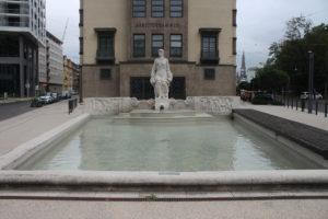 Fontana di fronte alla Camera del Lavoro
