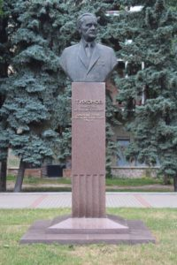 Statua di Nikolai Tikhonov