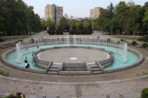 Fontana davanti al Museo della Yugoslavia