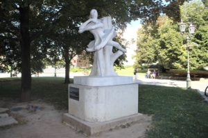 Monumento in onore di Marina Olenyina