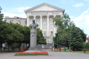 Statua per Mykhailo Kotsyubinsky