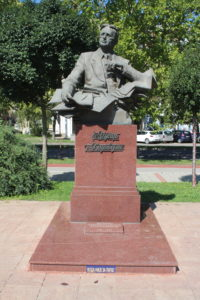 Statua per Uzeir Hajibeyli