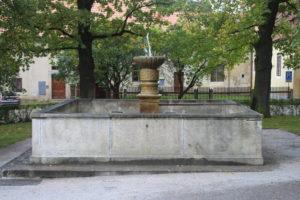 Fontana nel parchetto del Castello