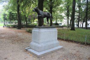 Il Cane di Bronzo del Parc du Cinquantenaire
