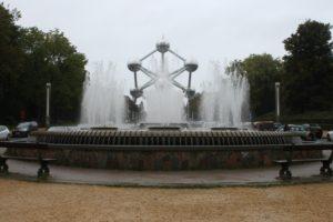 La Fontana con l'Atomium in trasparenza