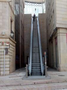 La meravigliosa scala mobile in Plaça de Sant Joan