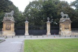 Leoni di guardia sul retro del Palazzo Reale
