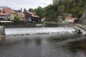 Scorcio del fiume che bagna il centro storico