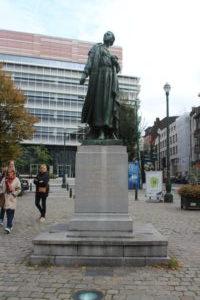 Statua di Gabrielle Petit