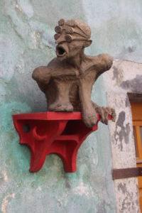 Una delle stravaganti sculture