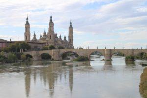 Vista di Saragozza dal Puente del Pilar