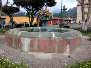 Fontana di fronte alla Iglesia de la Escuela de Cristo