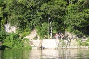 Vista del Jorge's Rope Swing dal Lago Peten Itzà