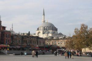 Moschea Rustem Pasha vista da Piazza Eminonu
