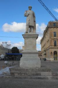 Statua di Giuseppe Libertini