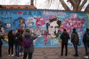 Muro di John Lennon - scorcio