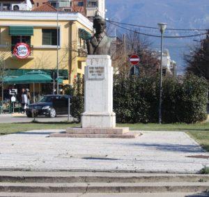 Statua per Avni Rustemi