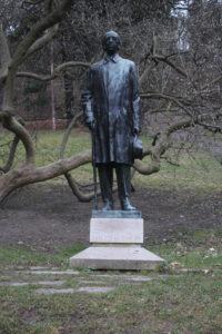 Statua per Vitezslav Novak