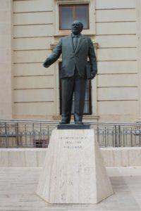 Monumento a Guido de Marco