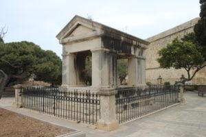 Monumento per Lord Hastings - esterno
