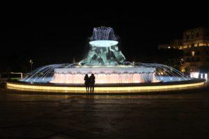 Triton Fountain in notturna