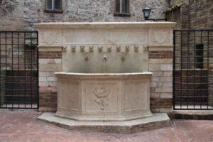 Fontana di Via Maestà delle Volte