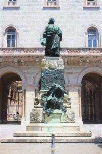 Monumento per Pietro Vannucci