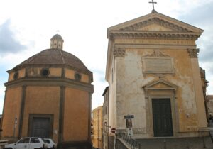 Per far capire la distanza misera tra i due edifici religiosi