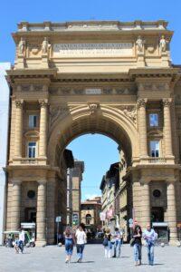 Piazza della Repubblica - parte senza impalcature