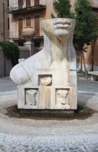Statua-Fontana in Piazza Trento