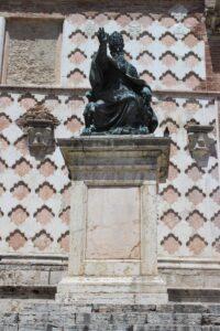 Statua a Papa Giulio III°