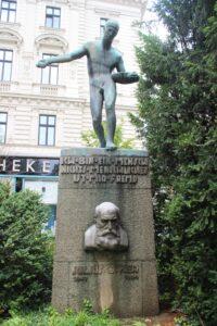 Monumento a Julius Ofner