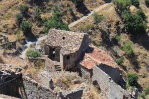 Pentedattilo - dettaglio case danneggiate