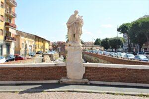 Statua di San Giovanni Nepomuceno