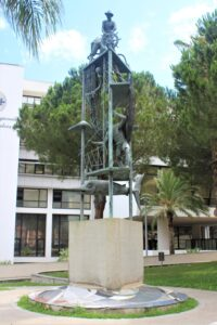Statua nel Giardino del Consiglio Regionale della Calabria