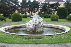 Maria-Theresien Platz - Fontana 3