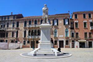Monumento a Niccolò Tommaseo