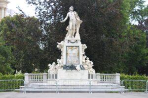 Monumento per Mozart - Dettaglio