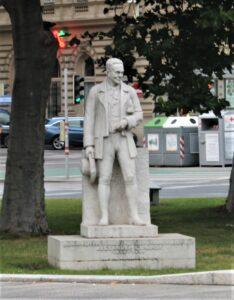 Statua di Alexander Girardi