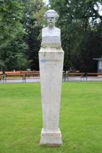 Statua di Josef Popper Lynkeus