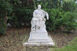Statua per Emil Jakob Schindler
