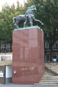 Corceis - una delle due statue