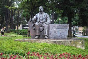 Monumento a Abel Salazar