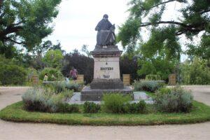 Monumento a Avelar Brotero