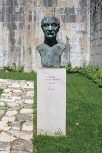 Monumento a Manuel Tito de Morais
