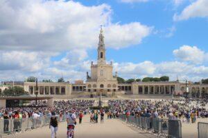 Santuario di Nostra Signora del Rosario di Fatima (mezzogiorno)