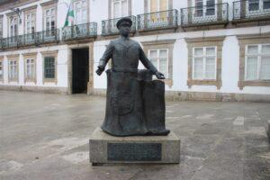 Statua del Generale Humberto Delgado
