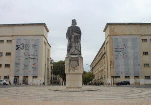 Statua per Dom Dinis