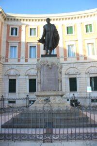 Statua di Gabriele Pepe