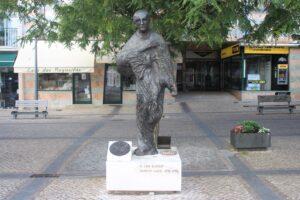 Statua di Padre Luis Kondor